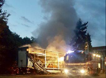 I Vigili del Fuoco spengono l'incendio