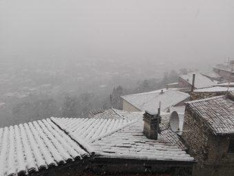 Nevica: i Comuni gestiscono la situazione. Scuole e servizi garantiti