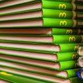 """Libri di scuola: dalla """"scelta democratica"""" alla fornitura unica, due modelli a confronto"""